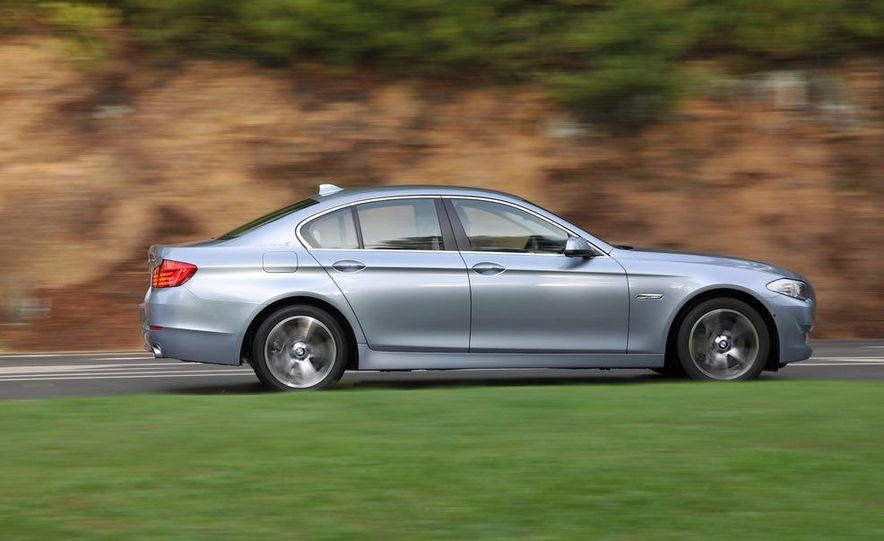 2012 BMW ActiveHybrid 5 - Slide 17