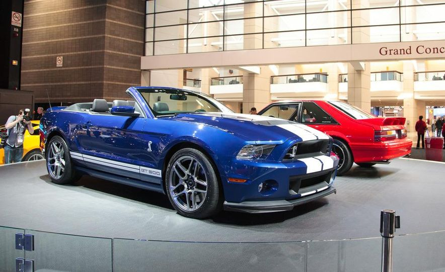 2013 Ford Mustang Shelby GT500 convertible - Slide 2