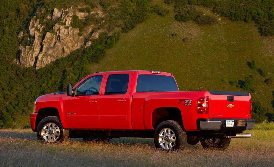 2012 Chevrolet Silverado 2500 HD - Slide 2