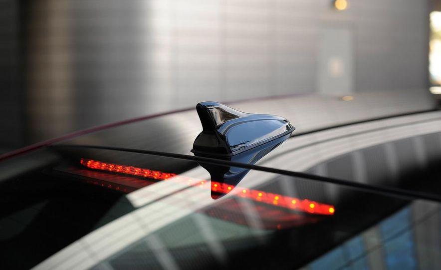 2012 Hyundai Azera - Slide 24