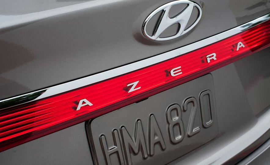 2012 Hyundai Azera - Slide 18