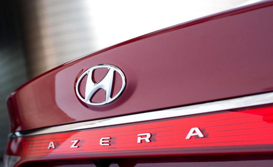 2012 Hyundai Azera - Slide 20