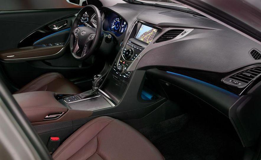 2012 Hyundai Azera - Slide 28