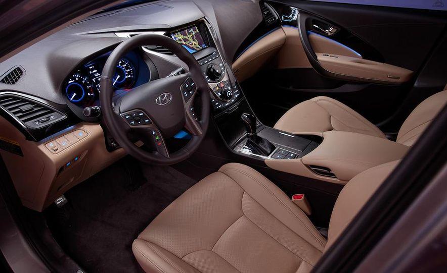2012 Hyundai Azera - Slide 29