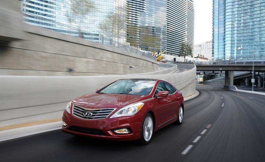 2012 Hyundai Azera - Slide 3