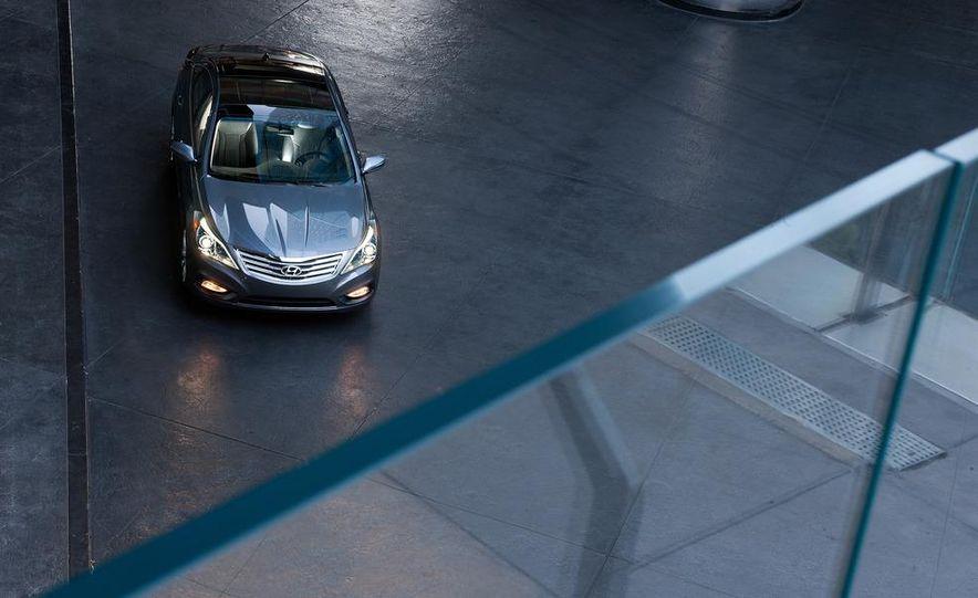 2012 Hyundai Azera - Slide 14