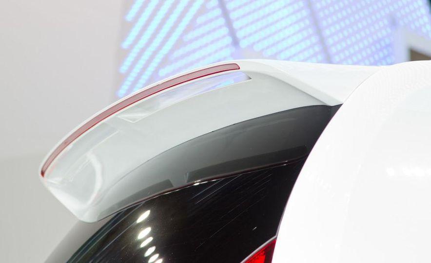 Volkswagen Cross Up! concept - Slide 16