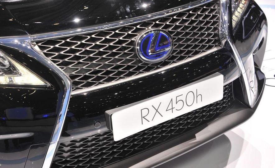 2013 Lexus RX450h - Slide 33