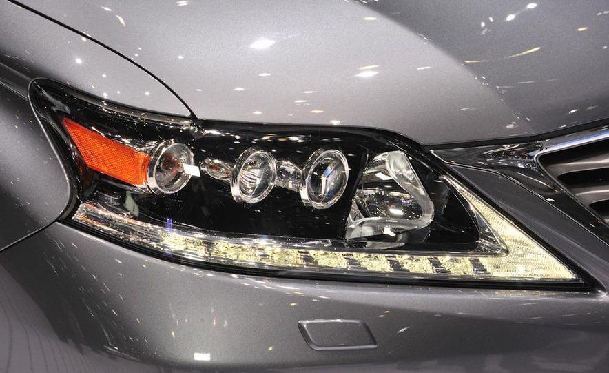 2013 Lexus RX450h - Slide 7