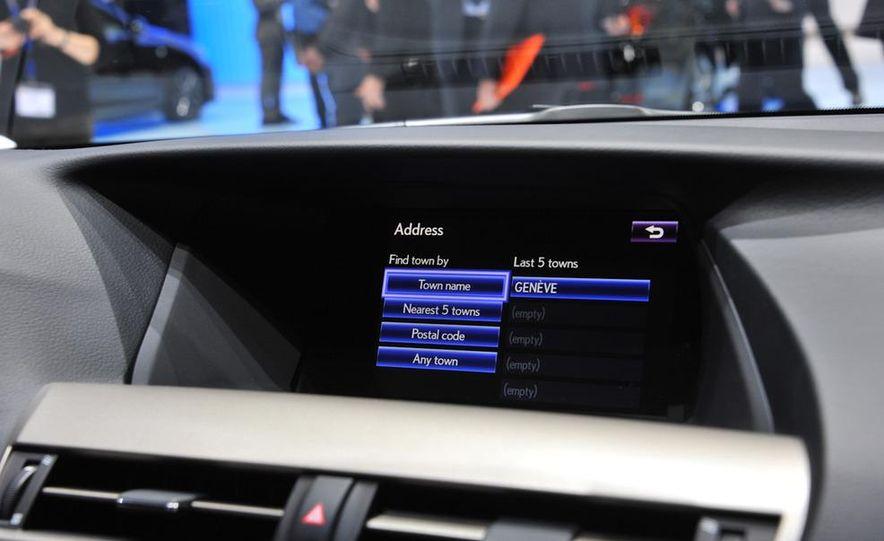 2013 Lexus RX450h - Slide 16