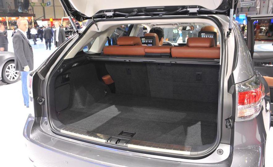 2013 Lexus RX450h - Slide 5