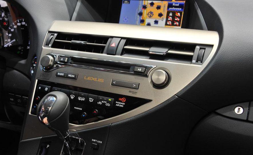 2013 Lexus RX450h - Slide 17