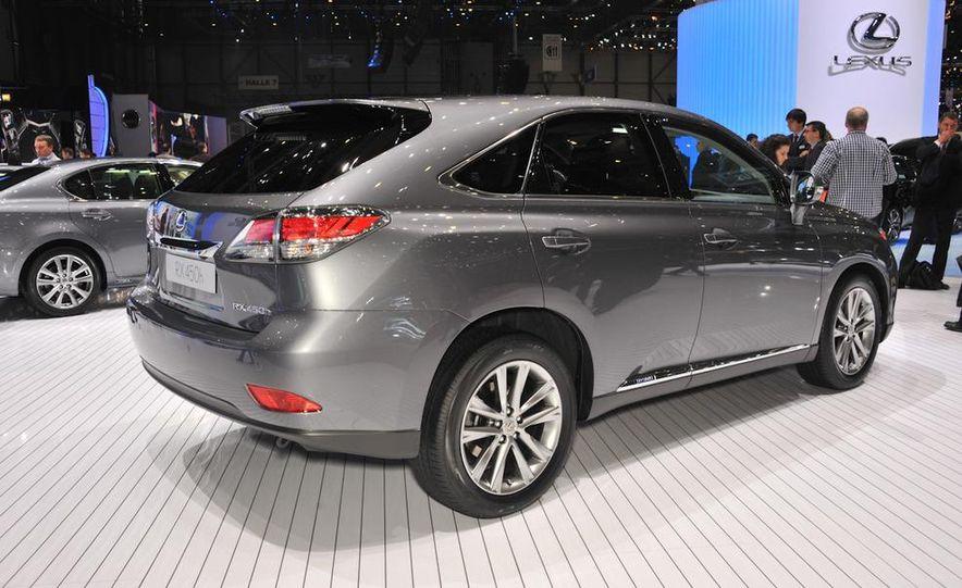 2013 Lexus RX450h - Slide 3