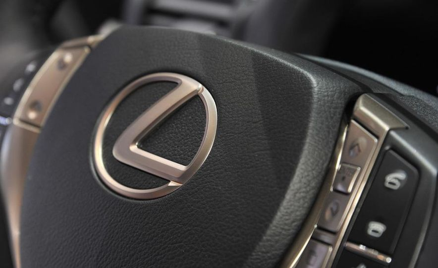 2013 Lexus RX450h - Slide 14