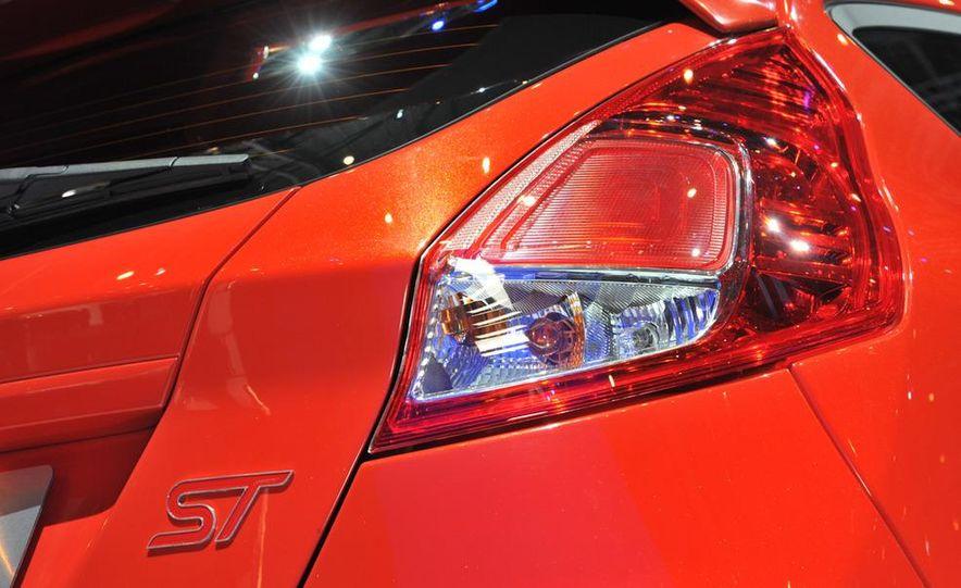 2013 Ford Fiesta ST 3-door - Slide 9
