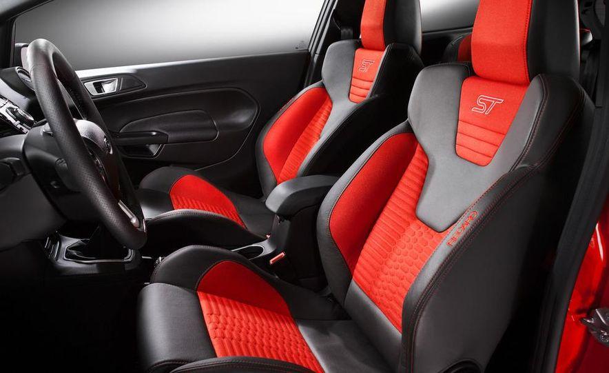 2013 Ford Fiesta ST 3-door - Slide 24