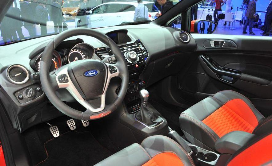 2013 Ford Fiesta ST 3-door - Slide 15