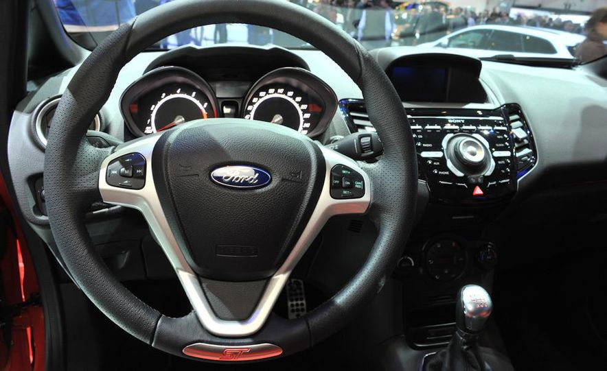 2013 Ford Fiesta ST 3-door - Slide 17