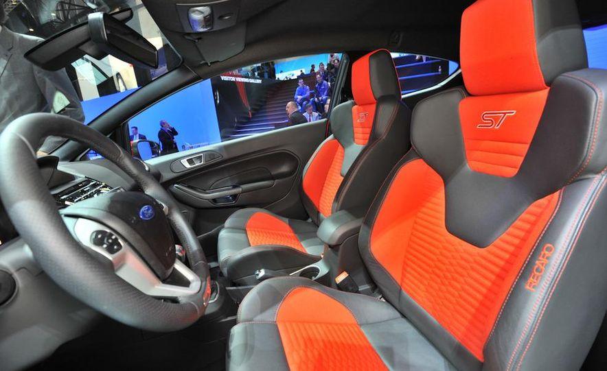 2013 Ford Fiesta ST 3-door - Slide 19