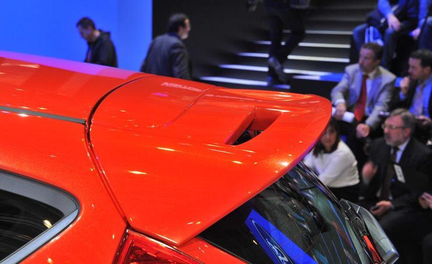 2013 Ford Fiesta ST 3-door - Slide 14