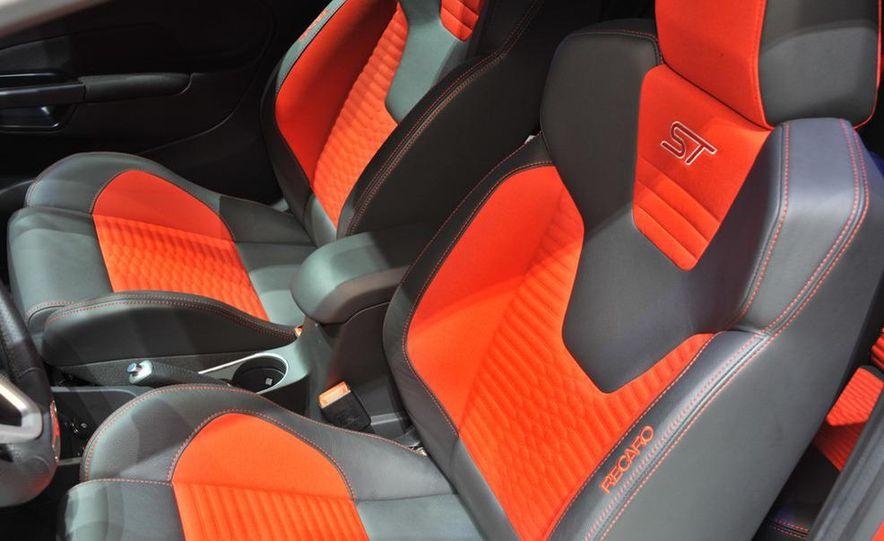 2013 Ford Fiesta ST 3-door - Slide 18