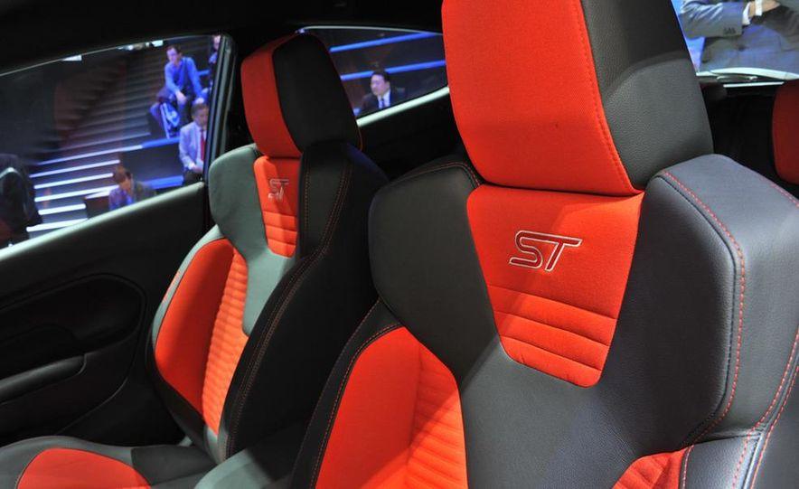 2013 Ford Fiesta ST 3-door - Slide 16