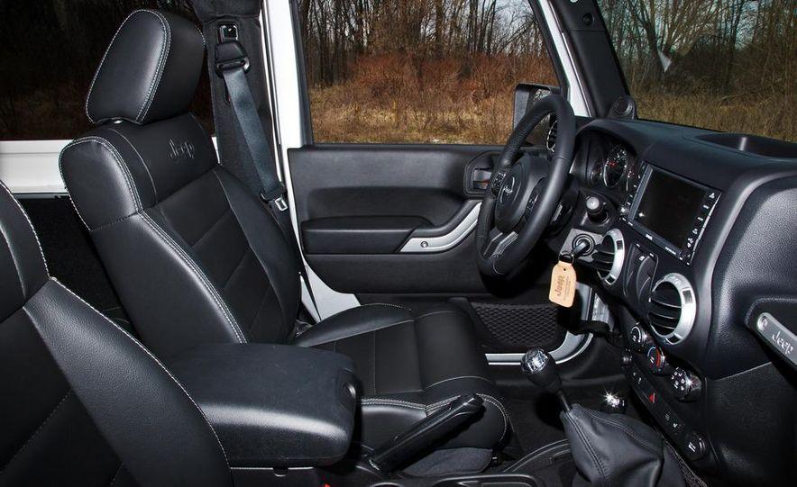 2012 Jeep Wrangler Sahara - Slide 29