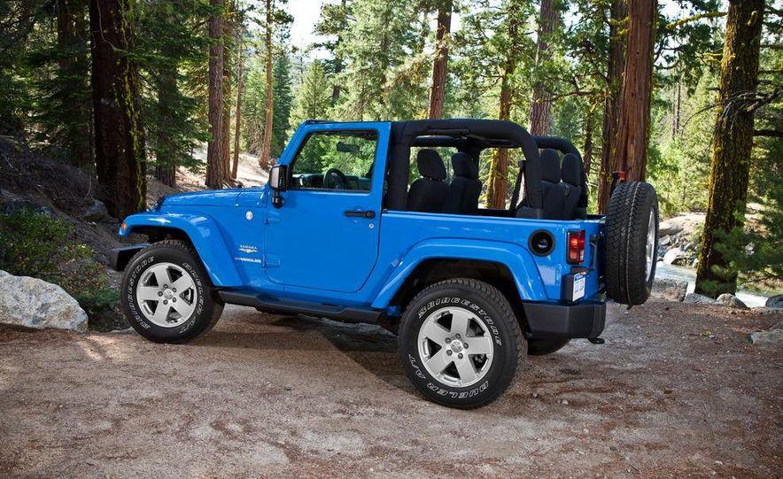 2012 Jeep Wrangler Sahara - Slide 40