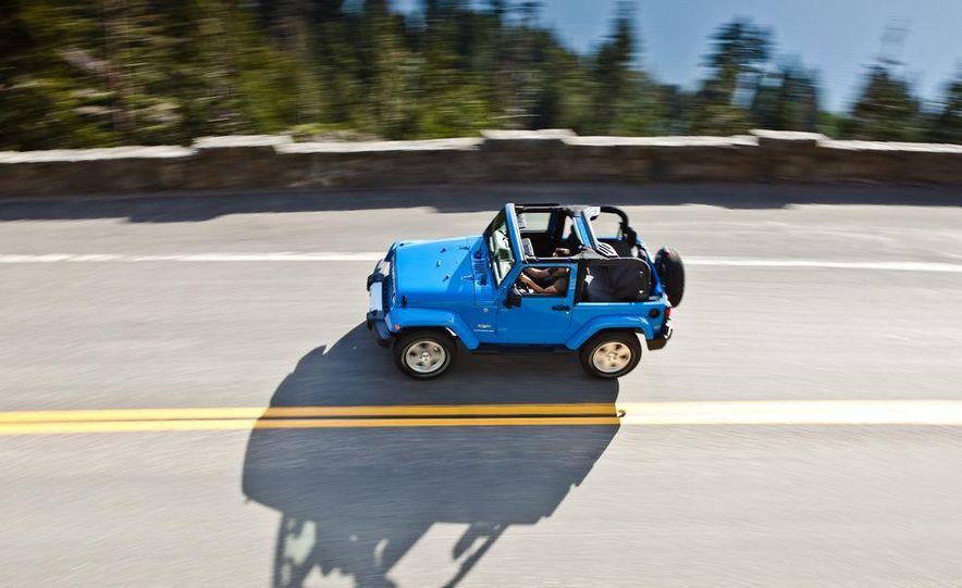 2012 Jeep Wrangler Sahara - Slide 38
