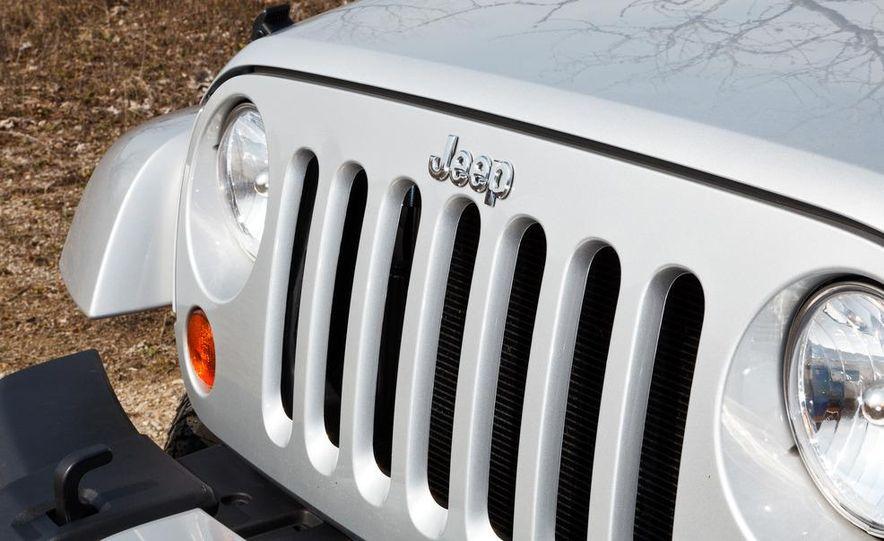 2012 Jeep Wrangler Sahara - Slide 3