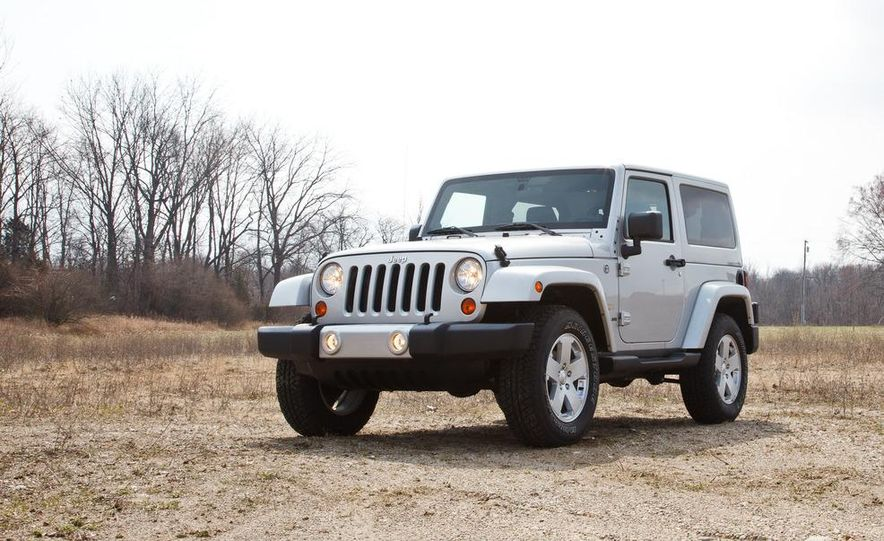 2012 Jeep Wrangler Sahara - Slide 5