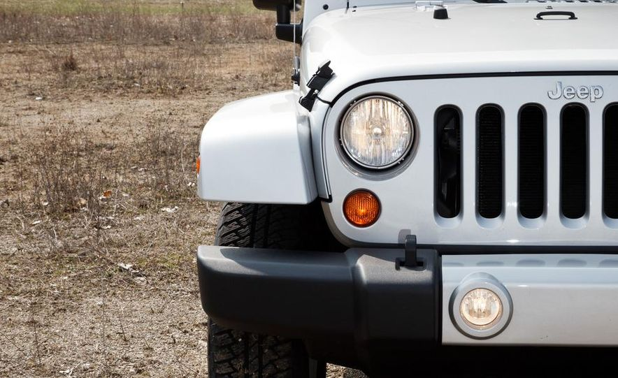 2012 Jeep Wrangler Sahara - Slide 6