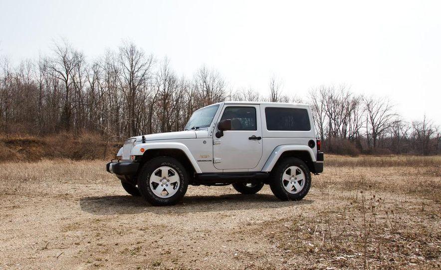 2012 Jeep Wrangler Sahara - Slide 8