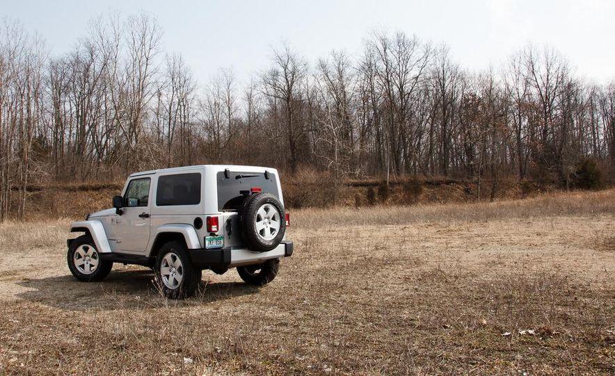 2012 Jeep Wrangler Sahara - Slide 11