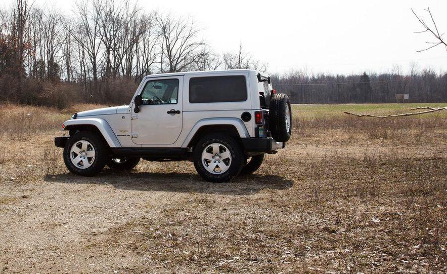 2012 Jeep Wrangler Sahara - Slide 12