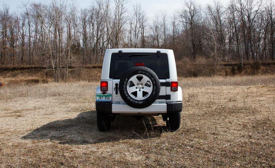 2012 Jeep Wrangler Sahara - Slide 13