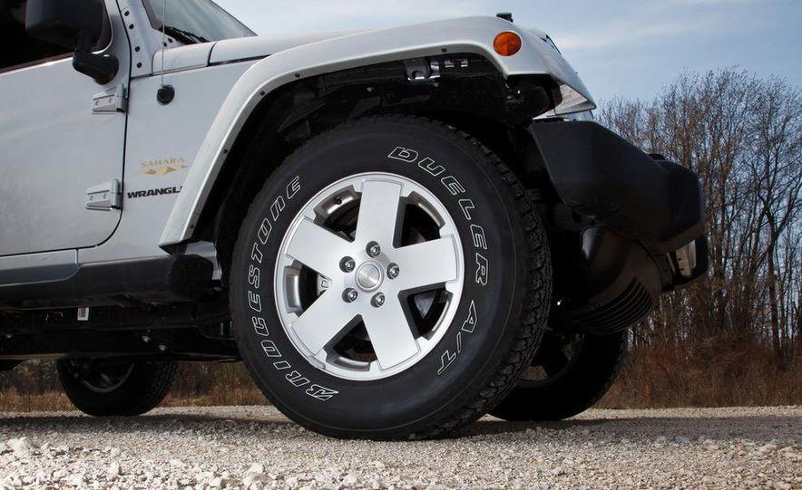 2012 Jeep Wrangler Sahara - Slide 20