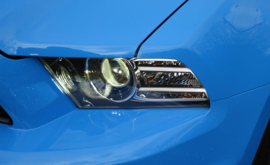 2013 Ford Mustang GT convertible - Slide 2