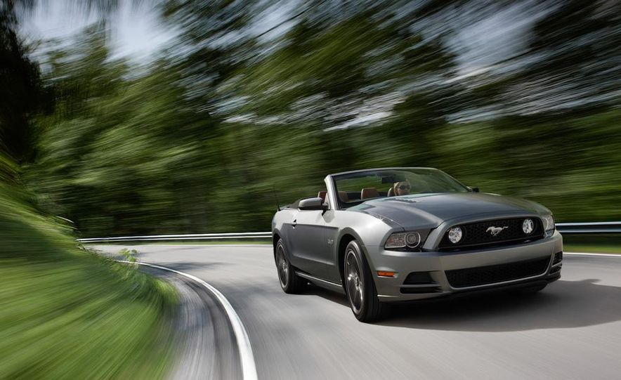 2013 Ford Mustang GT convertible - Slide 5