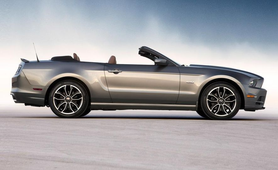 2013 Ford Mustang GT convertible - Slide 7