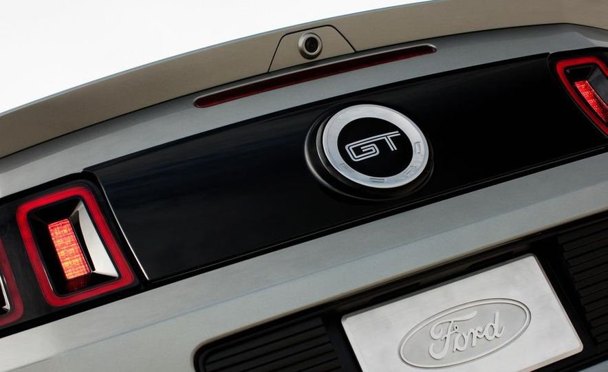 2013 Ford Mustang GT convertible - Slide 11