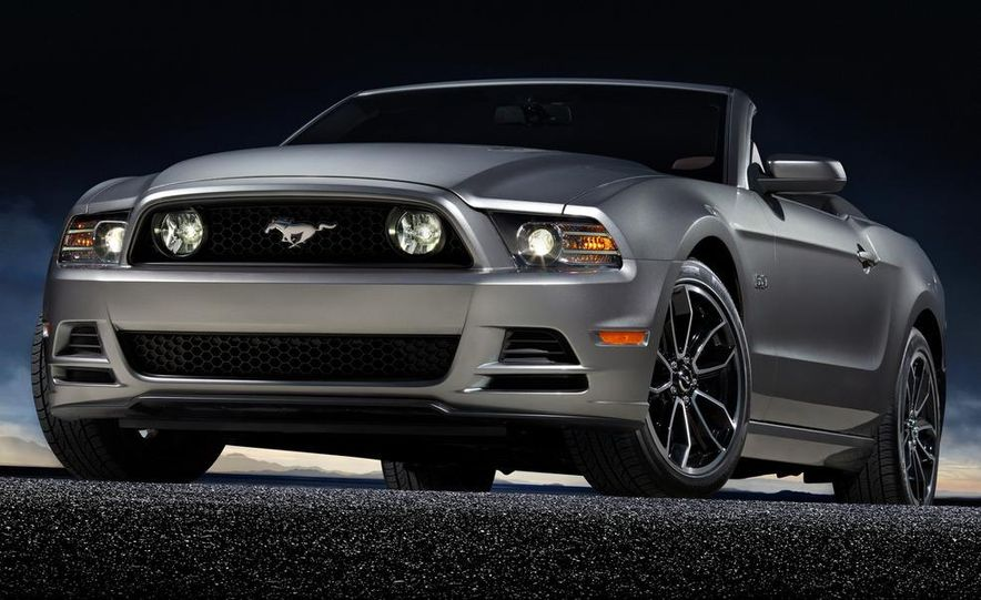 2013 Ford Mustang GT convertible - Slide 6