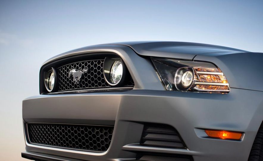 2013 Ford Mustang GT convertible - Slide 10