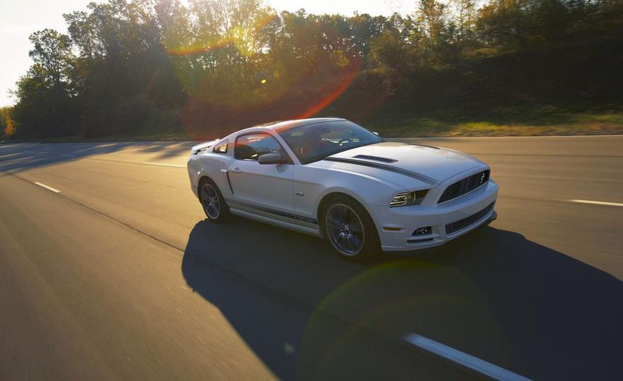 2013 Ford Mustang GT convertible - Slide 50