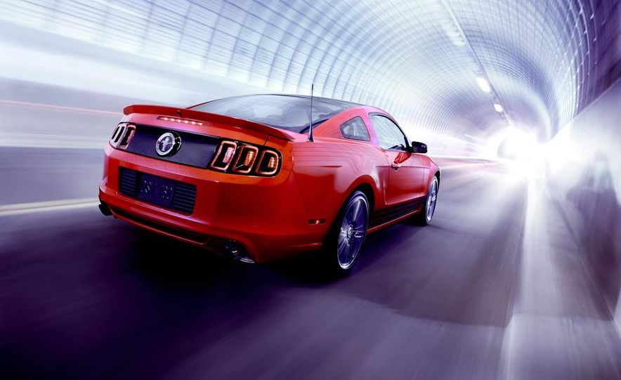 2013 Ford Mustang GT convertible - Slide 65