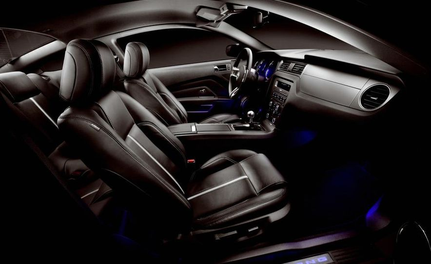 2013 Ford Mustang GT convertible - Slide 66