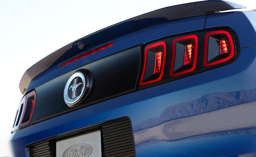 2013 Ford Mustang GT convertible - Slide 16