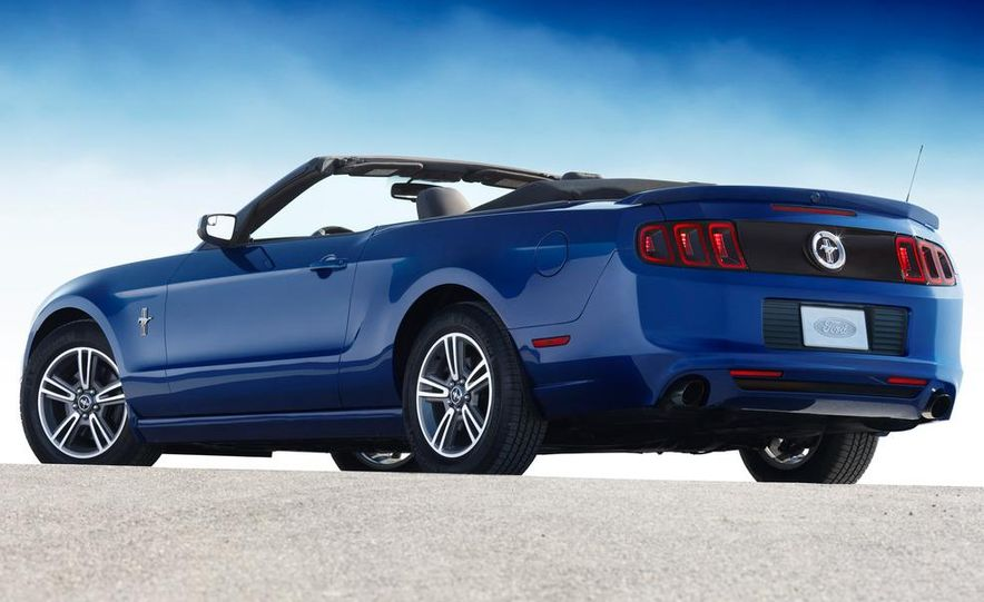 2013 Ford Mustang GT convertible - Slide 14