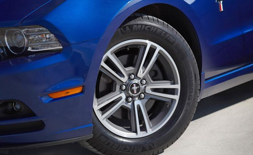 2013 Ford Mustang GT convertible - Slide 15
