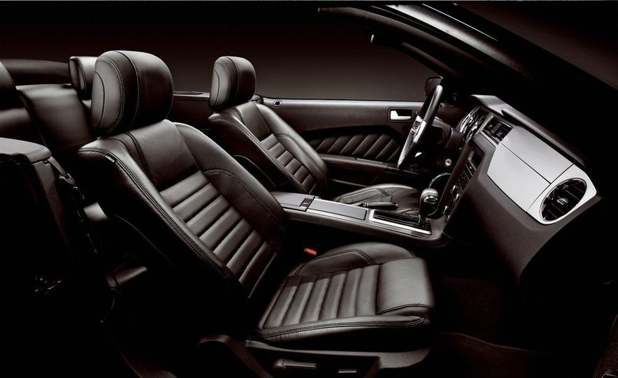 2013 Ford Mustang GT convertible - Slide 47